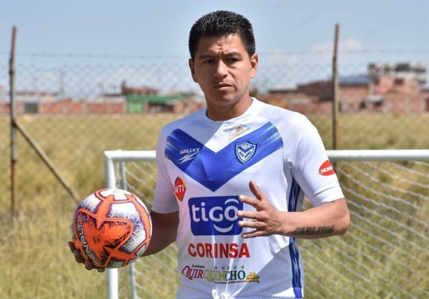 El futbolista boliviano Carlos Saucedo, máximo anotador de la liga de su país, fue registrado durante una entrevista con Efe, en Oruro (Bolivia). EFE