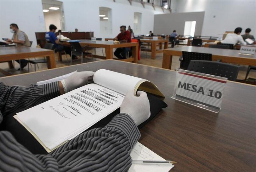 Fotografía del 13 de marzo de 2019, de un expediente de la extinta Dirección Federal de Seguridad mexicana, documentos desclasificados por el Gobierno de México actual. EFE