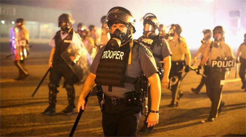 La manera en que las fuerzas de la autoridad han adquirido técnicas y herramientas militares es analizada en una cinta que se lanza este fin de semana en el Sur de California.