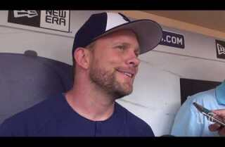 Andy Green discusses new Padres pitcher Kyle Lloyd