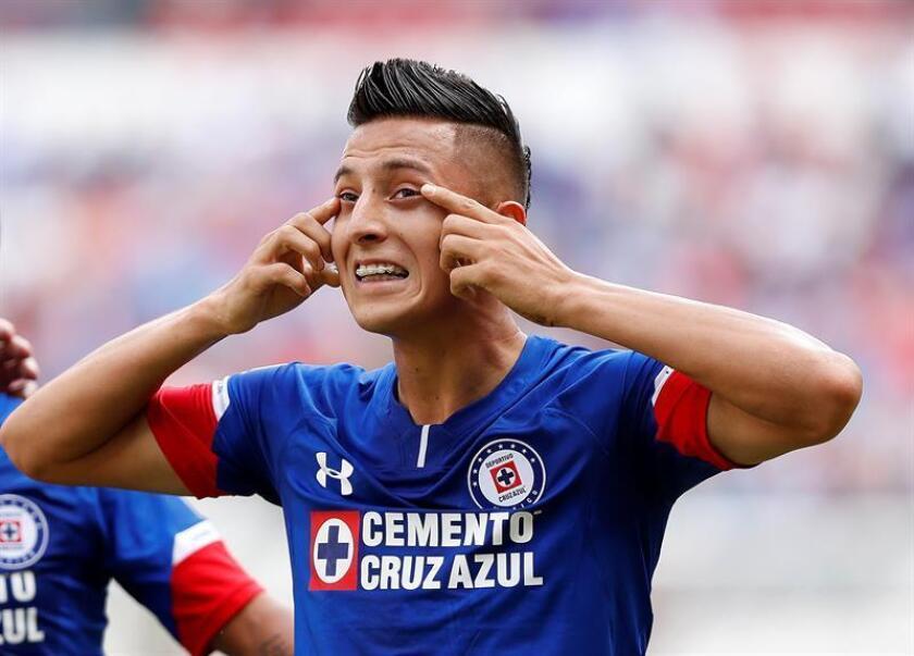 El jugador de Cruz Azul, Roberto Alvarado, celebra un gol ante Veracruz, este sábado 1 de septiembre de 2018. EFE