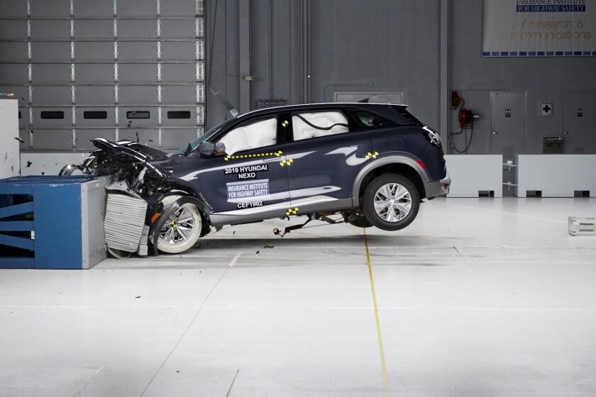 HyundaiNEXOFuelCellSUVEarnsTopSafetyPickAwardfromInsuranceInstituteforHighwaySafety.jpg