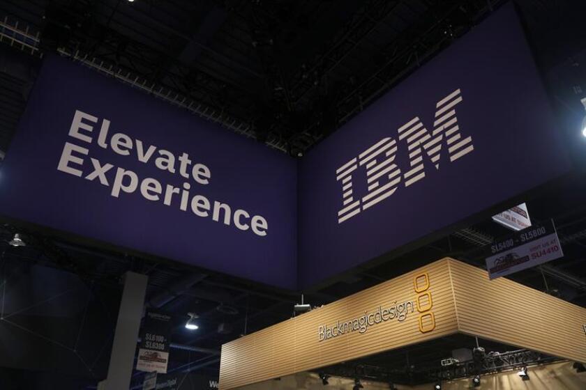 Vista del logo de IBM en una cabina durante el NAB Show 2018, en el centro de convenciones de Las Vegas (EE.UU.). EFE/Archivo
