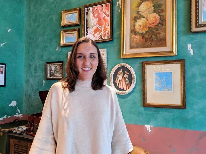 La gestora de producto en Airbnb, Anne Díaz, posa para Efe durante una entrevista este jueves 7 de marzo de 2019, en las instalaciones de la empresa en San Francisco, California (Estados Unidos). EFE