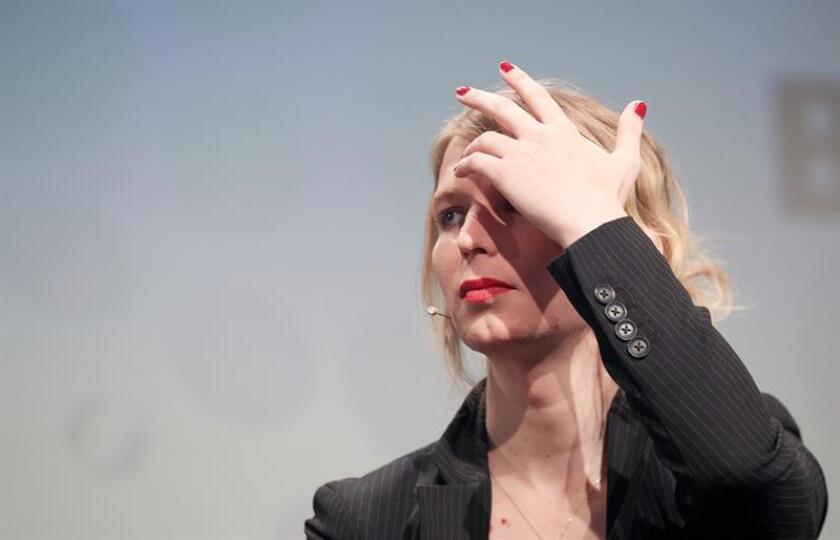 Imagen de archivo realizada el 2 de mayo de 2018 que muestra a la ex soldado Chelsea Manning, la primera gran fuente de WikiLeaks, durante su intervención en un evento sobre internet, en Berlín (Alemania). EFE/Archivo