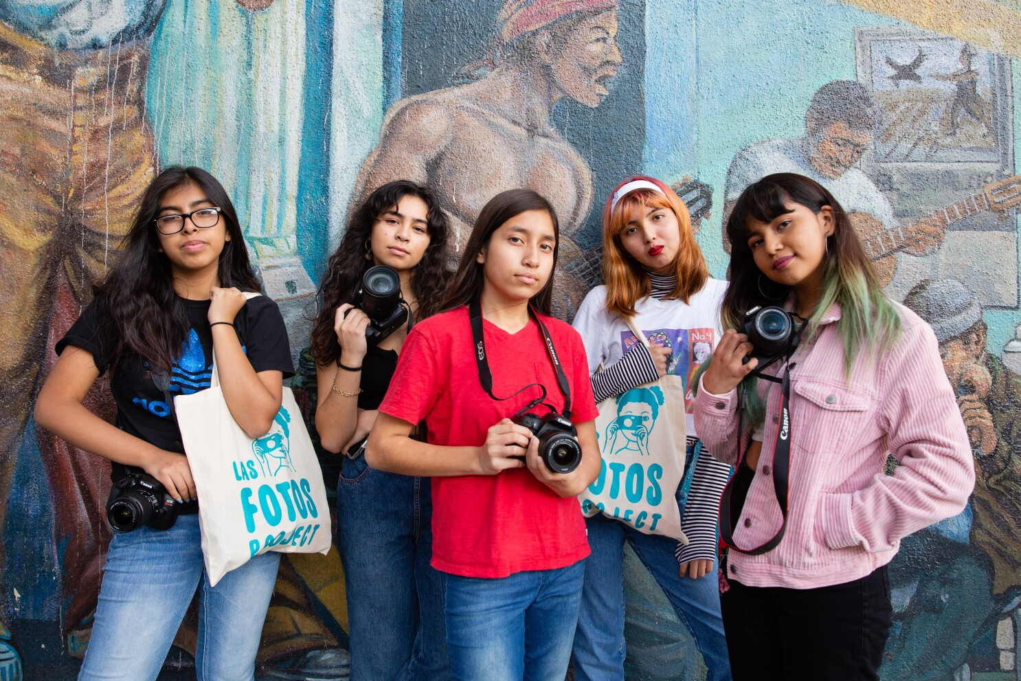 Las Fotos Project Helps Girls Document Their World Los Angeles Times