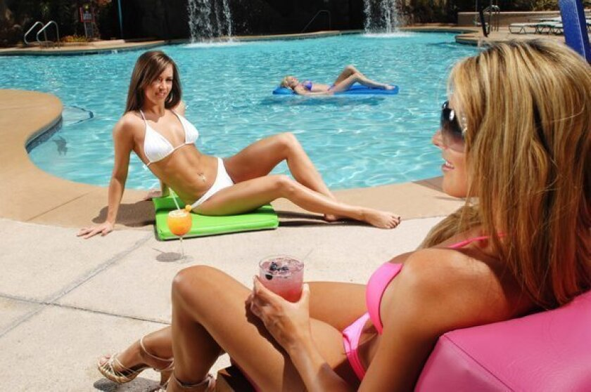 Las Vegas: You can take the plunge at another pool