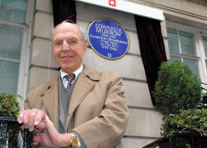 """Richard C. Hottelet, shown in 2006, stands in front of an English Heritage blue plaque for legendary newsman Edward R. Murrow at Weymouth House in London. Hottelet, who died Wednesday, was the last of the original """"Murrow Boys,"""" a pioneering group of wartime journalists hired by Murrow."""