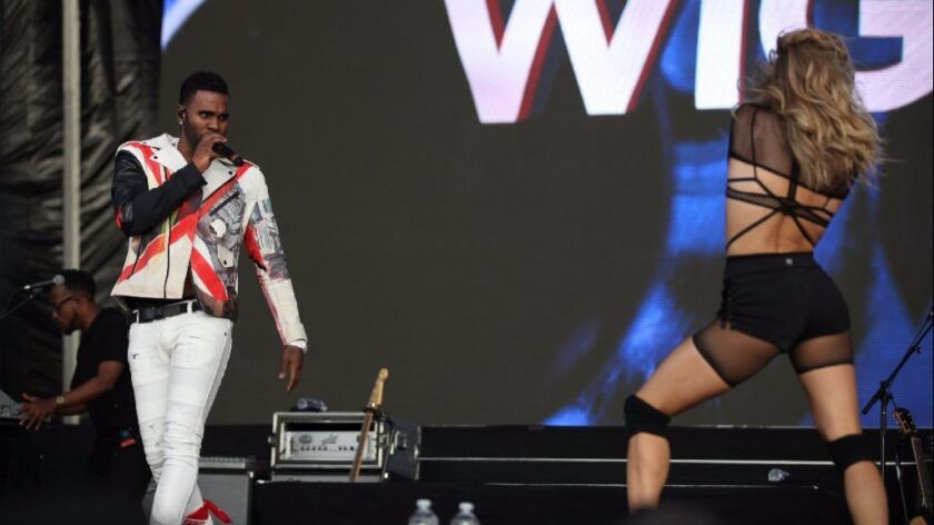 Jason Derulo (right) performs with one of his dancers Sunday at KAABOO Del Mar.