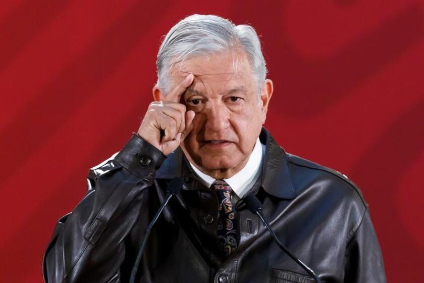El presidente de México, Andrés Manuel López Obrador, habla en rueda de prensa matutina este lunes, en el Palacio Nacional de Ciudad de México (México). EFE