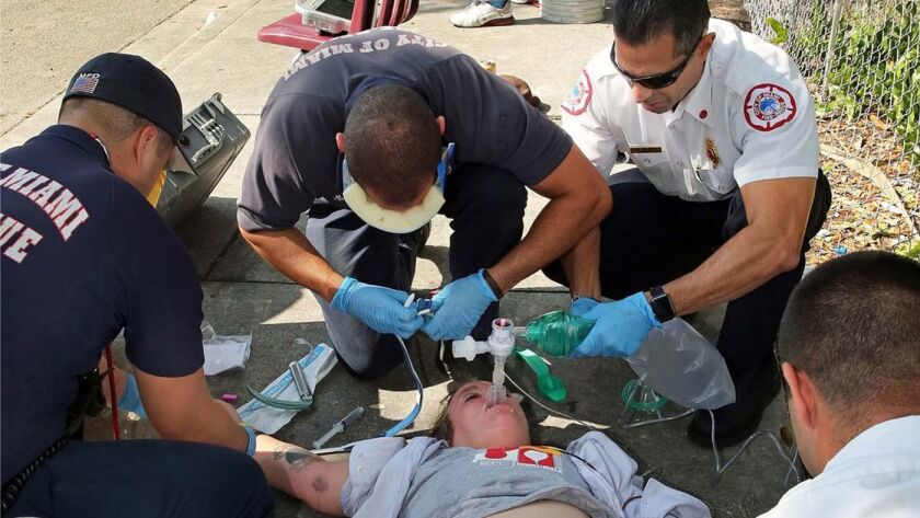 Las muertes por sobredosis de opiáceos siguen en aumento en casi todos los  segmentos del país, según los CDC - Los Angeles Times