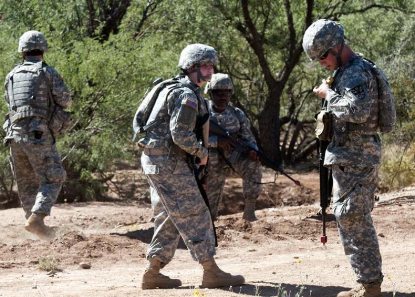 """Los soldados de Guardia Nacional destinados a apoyar a la Patrulla Fronteriza en el sector de El Paso (Texas) vigilarán por aire y harán trabajo de """"inteligencia"""" pero no pisarán la frontera con México, informaron fuentes oficiales."""