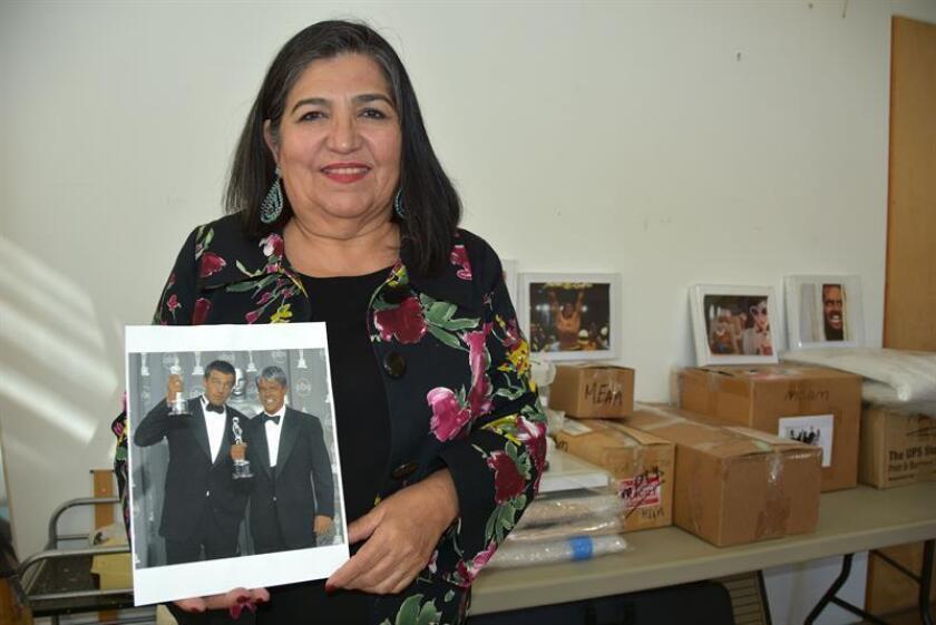 """Pintora hispana inaugura como protesta su colección de """"Oscares morenos"""""""
