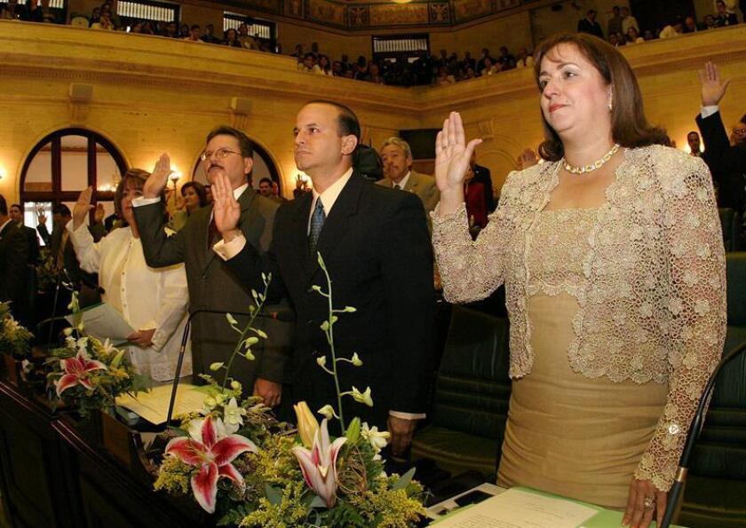 Los miembros de la Cámara de Representantes de Puerto Rico durante la ceremonia de juramentación realizada el domingo 02 de enero de 2005 en el Capitolio, en San Juan, Puerto Rico. EFE/Archivo