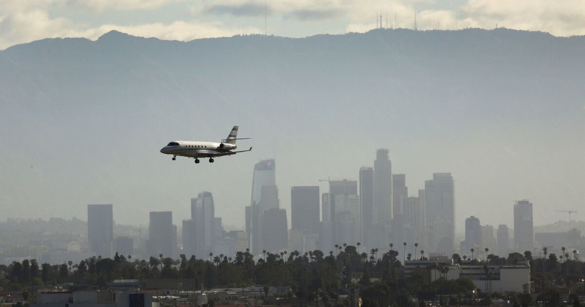 LAX loses power, prompting frustrations from travelers – Business