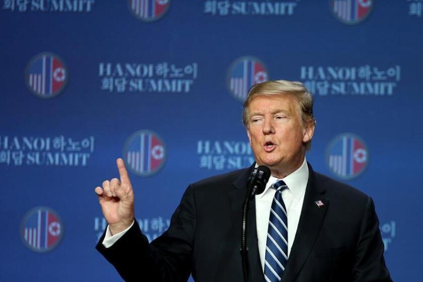 El presidente de los EEUU, Donald Trump, se dirige a medios de comunicación durante una rueda de prensa en Hanói (Vietnam). EFE
