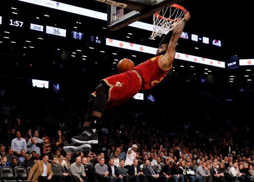 El alero de los Cavaliers de Cleveland LeBron James. EFE/Archivo