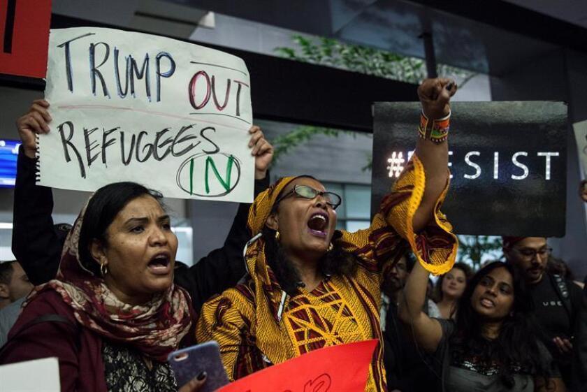 Expertos de distintas organizaciones del país advirtieron hoy de los efectos que tendrían en la economía las medidas políticas que busca aplicar el presidente, Donald Trump, y que conllevarían una reducción de la inmigración legal. EFE/ARCHIVO