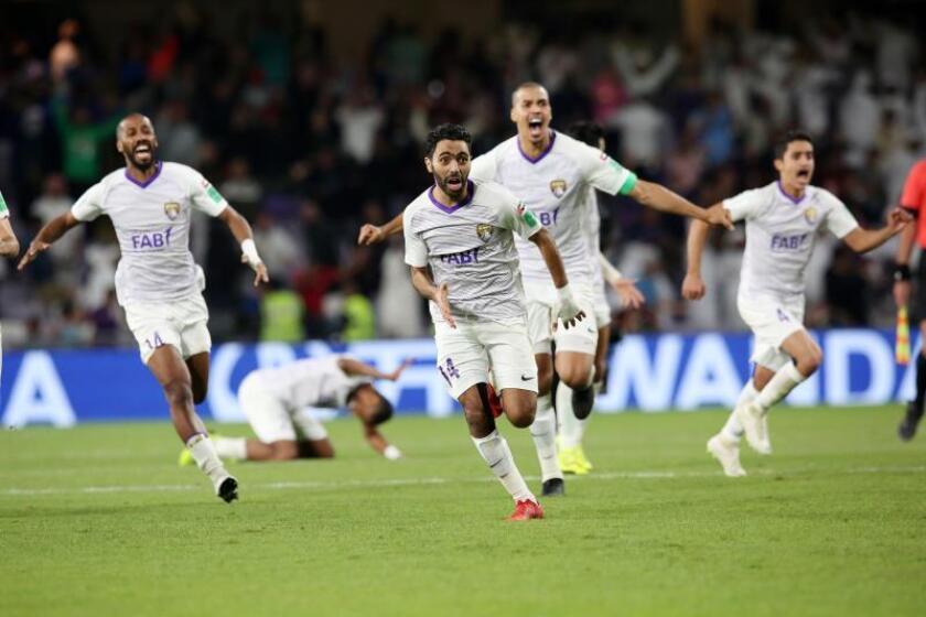 Los jugadores del Al Ain celebran la victoria y el pase a la final tras vencer al River Plate en la primera semifinal del Mundial de Clubes 2018 que se disputa en Al Ain, Emiratos Árabes Unidos. EFE