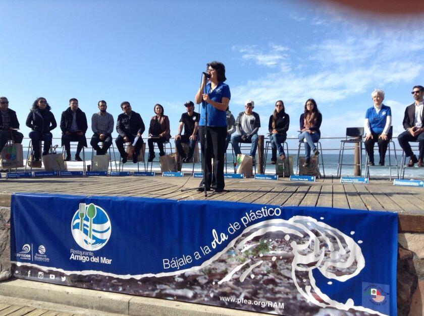 Doce establecimientos recibieron la certificación de Restaurante Amigo del Mar en un evento celebrado en la playa de Tijuana.
