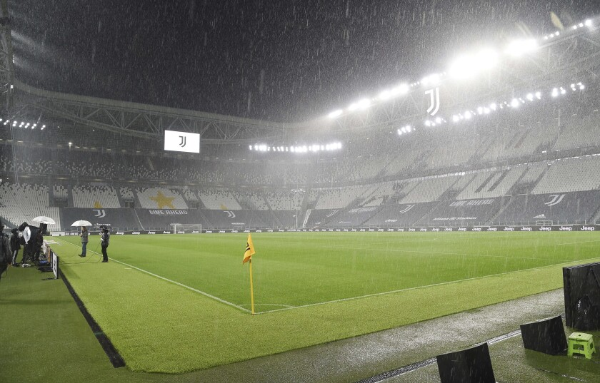 Napoli No Viaja A Turin Perderia Ante Juventus Por Abandono Los Angeles Times