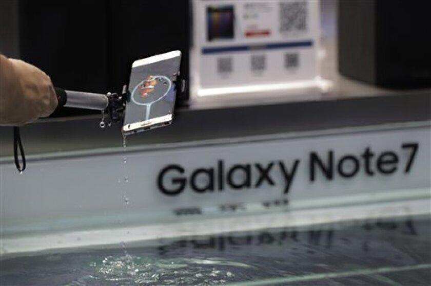 Samsung anunció el viernes que suspende la venta de su smartphone Galaxy Note 7 tras detectar que las baterías de algunos dispositivos explotan durante la carga.