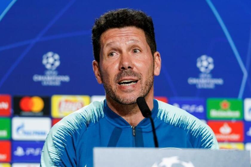 El entrenador del Atlético de Madrid, el argentino Diego Simeone, durante la rueda de prensa ofrecida en el Estadio Wanda Metropolitano de Madrid en la víspera del partido de Liga de Campeones que enfrenta a su equipo ante el Mónaco. EFE
