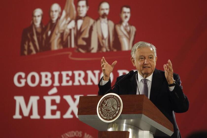 El presidente de México, Andrés Manuel López Obrador, habla en su conferencia de prensa diaria, en Ciudad de México (México). EFE