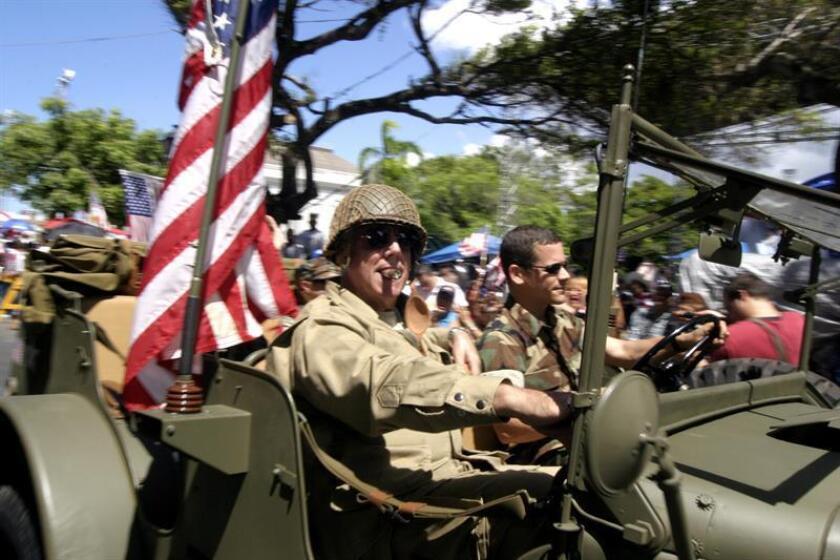Vista de varios militares durante un desfile en San Juan. EFE/Archivo