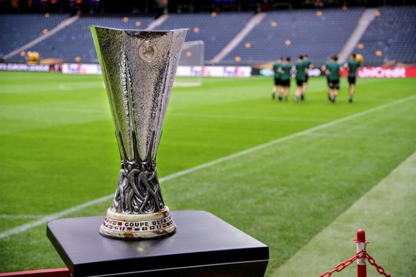 The UEFA Europa League trophy is on display inside the Friends Arena in Stockholm, Sweden, 23 May 2017. EFE/EPA/SWEDEN OUT