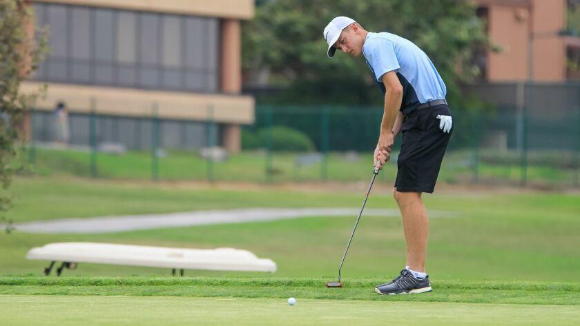 SAN DIEGO, CA July 10th, 2018 | Caleb Stimmel putts on the ninth hole at the Junior World Golf Champ