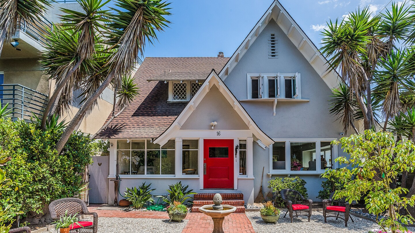 Home of the Day: Venice Transitional Craftsman with history, TV pedigree