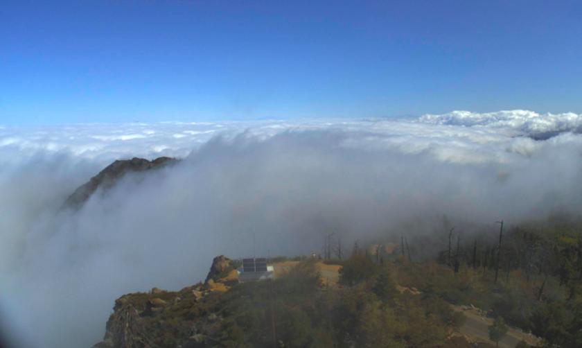 La capa marina se extendió hasta las montañas de Cuyamaca a primera hora del domingo.