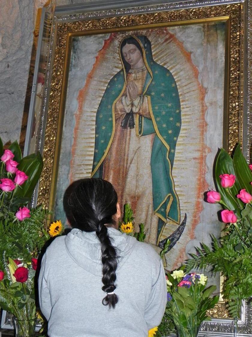 Un grupo de 140 feligreses de la archidiócesis de Los Ángeles, liderados por el arzobispo José Gómez, viajó hoy a México, donde el sábado día 8 visitará la Basílica de Guadalupe para entregar plegarias recogidas entre los angelinos. EFE/Archivo