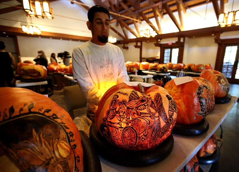 tn-vsl-me-descanso-carved-pumpkins-20191024-4