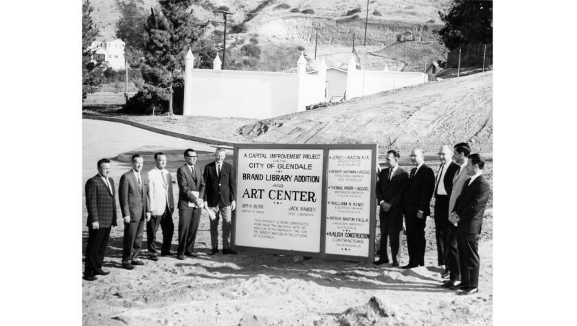 Representatives from the City of Glendale, the Glendale Public Library, the architectural firm of Ch