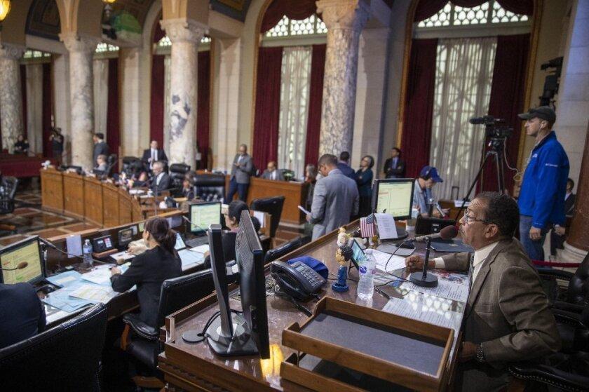 Acusan a LA de violar derecho de expresión para activistas tras nueva regla