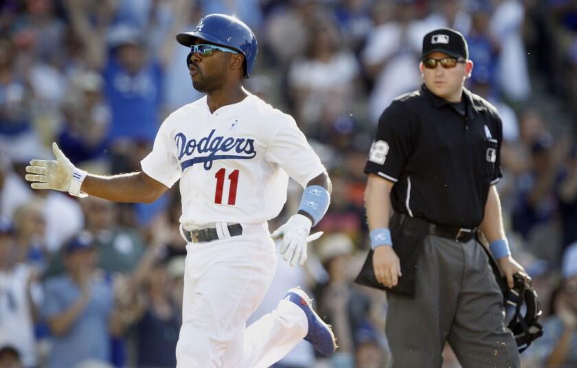 El jugador de los Dodgers, Jimmy Rollins, sigue sin demostrar un buen nivel en la temporada.