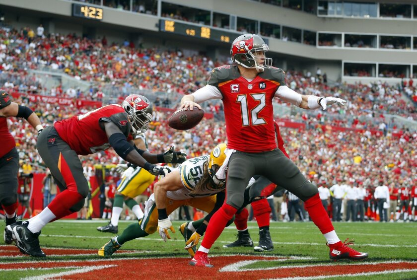 Former Bears and Tampa Bay Buccaneers quarterback Josh McCown signed with the Cleveland Browns.