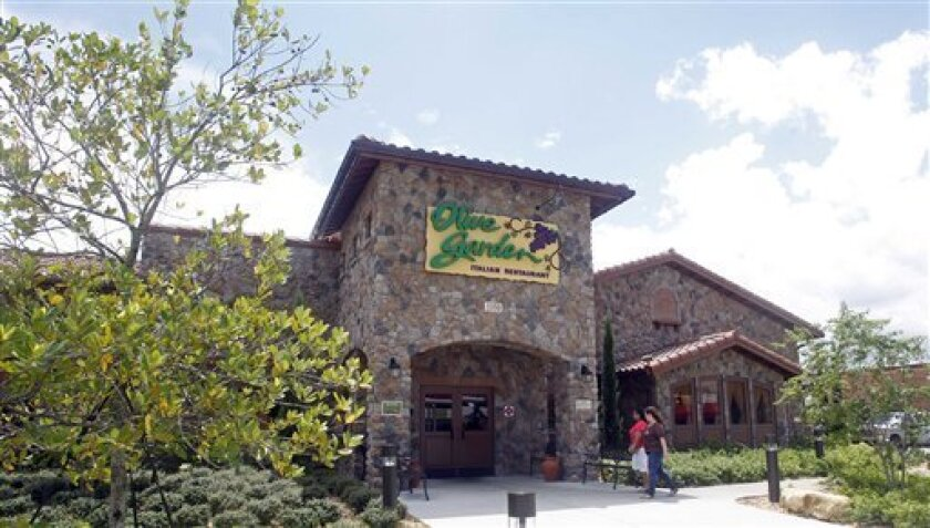 Olive Garden Longhorn Workers Sue Company The San Diego Union