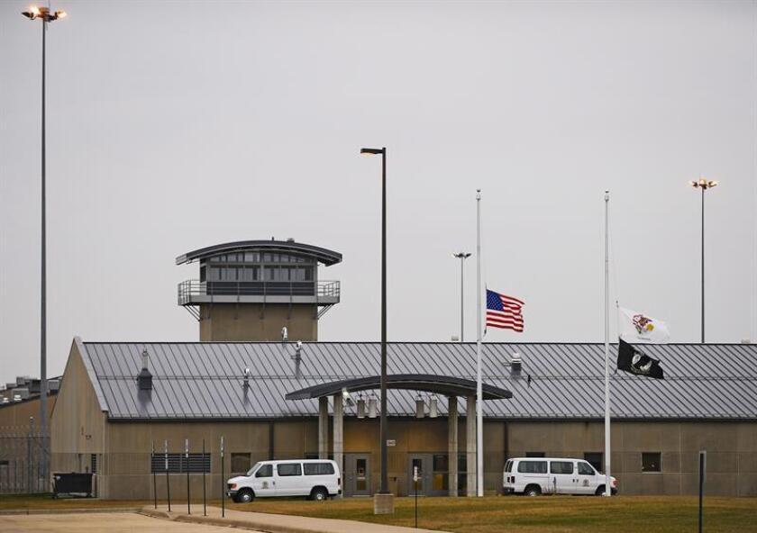 Arizona enfrenta una crisis de su sistema carcelario con un alto costo para las comunidades minoritarias, representadas en exceso en las cárceles estatales por por delitos no violentos, según un reporte divulgado hoy. EFE/ARCHIVO