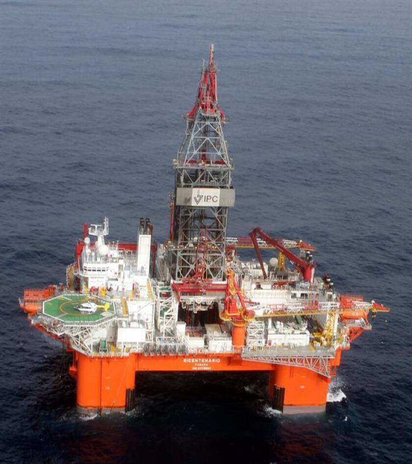 Fotografía cedida hoy, miércoles 31 de enero de 2018, por Petróleos Mexicanos (Pemex), que muestra una plataforma de extracción de hidrocarburos en aguas profundas en el Golfo de México (México). EFE/PEMEX/SOLO USO EDITORIAL