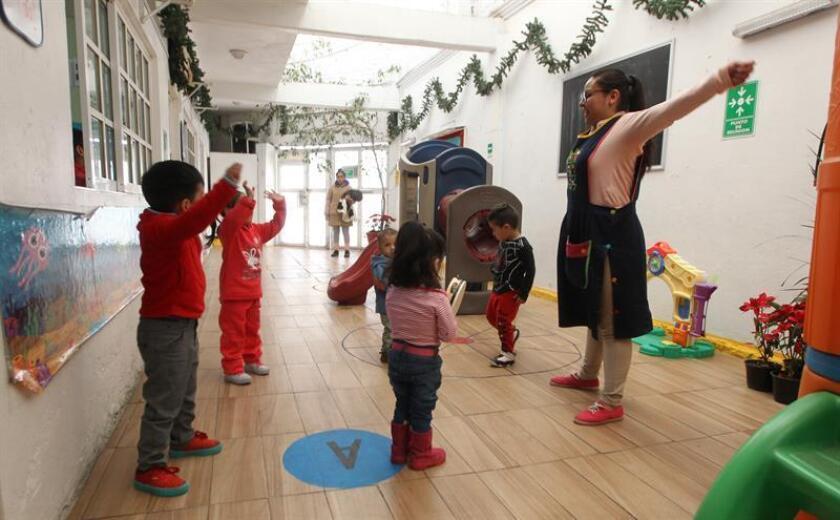 Vista general este jueves de niños jugando en una guardería, en Ciudad de México (México). EFE