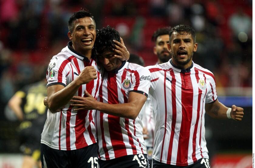 El canterano José Juan Macías marcó el gol con el que las Chivas vencieron 3-2 a Morelia en su debut en la Copa MX.