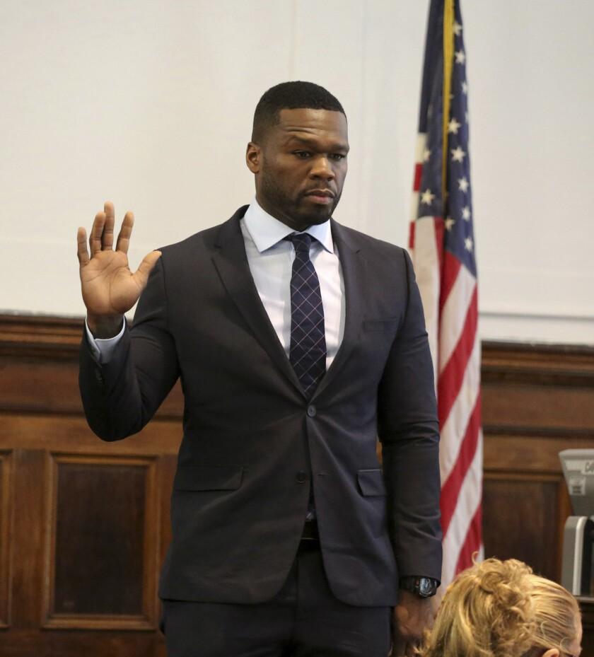 Curtis Jackson, más conocido como 50 Cent, comparece en el Tribunal Superior en Manhattan el martes 21 de julio del 2015 para declarar en una demanda por un video sexual que presuntamente publicó sin autorización en internet. (Jefferson Siegel/New York Daily News/POOL)