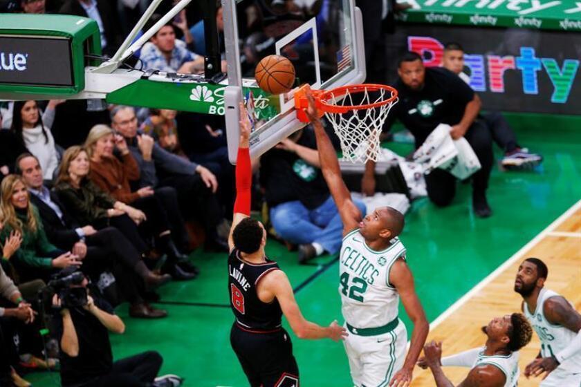 Boston Celtics center Al Horford (R) blocks the shot of Chicago Bulls guard Zach LaVine (L) during the second quarter of an NBA basketball game at the TD Garden in Boston, Massachusetts, USA, on Nov. 14, 2018. EPA-EFE/CJ GUNTHER
