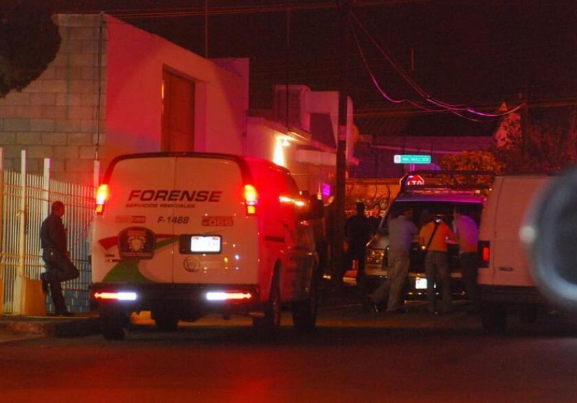 Seis personas fueron asesinadas en una casa en la que presuntamente se vendía droga, en un municipio contiguo a la ciudad de Chihuahua, capital del estado del mismo nombre (noroeste de México), informó hoy la Fiscalía General de la entidad. EFE/STR