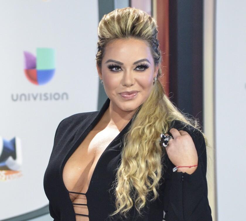 La cantante Chiquis Rivera se iba a casar a fin de año, pero su relación con un ejecutivo musical se ha terminado... por el momento.