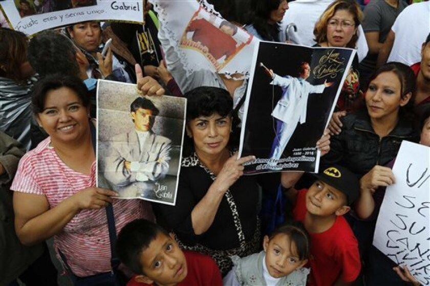Juan Gabriel vivió en el Palacio de Bellas Artes uno de los capítulos más importantes de su carrera. En ese mismo lugar, más de 700.000 personas le dieron el último adiós durante los dos días de homenaje que el recinto cultural más importante de México le rindió al Divo de Juárez.