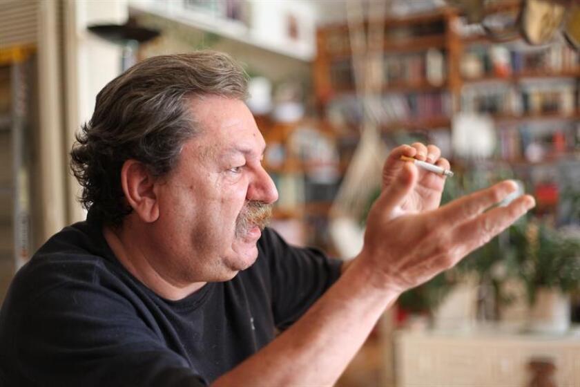 El escritor Paco Ignacio Taibo II habla durante una entrevista con Efe en Ciudad de México. EFE/Archivo